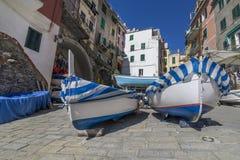Le centre historique de Riomaggiore avec des bateaux dans sec sous les maisons, Cinque Terre, Ligurie, Italie image libre de droits