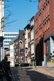 Le centre ville de achat d'allée de rue d'Aix-la-Chapelle image stock