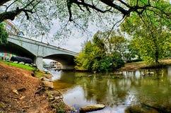 Le centre ville de Greenville la Caroline du Sud autour de parc de chutes Photographie stock