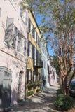 Le centre ville historique de Charleston de la meilleure rangée d'arc-en-ciel photographie stock libre de droits
