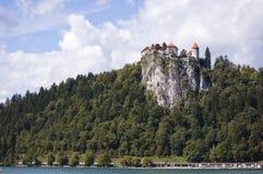 Le château à la falaise photographie stock libre de droits