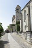 Le château comme vu d'une rue étroite Images libres de droits