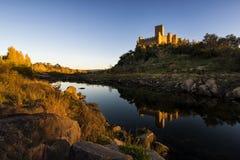 Le château d'Almourol dans le Tage, Portugal Photographie stock libre de droits