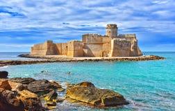 Le château dans Isola di Capo Rizzuto, Calabre, Italie photo stock