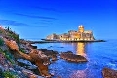 Le château dans Isola di Capo Rizzuto, Calabre, Italie images libres de droits