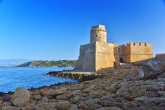 Le château dans Isola di Capo Rizzuto, Calabre, Italie photographie stock