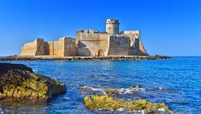 Le château dans Isola di Capo Rizzuto, Calabre, Italie photos stock