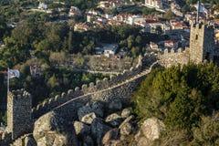 Le château de amarre le mur dans Sintra, Portugal Photos stock