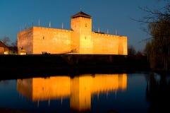 Le château de Gyula au crépuscule Photographie stock libre de droits