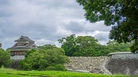 Le château de Kumamoto montrant les dommages après le tremblement de terre a heurté le 16 avril 2016 Image libre de droits