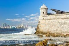 Le château de l'EL Morro avec l'horizon de La Havane Image stock