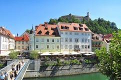 Le château de Ljubljana se levant au-dessus du vieux centre de la ville, Ljubljana, Slov Photographie stock