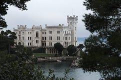 Le château de Miramare à Trieste, Italie Photographie stock libre de droits
