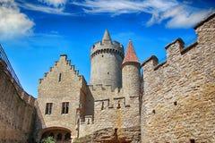 Le château en pierre Kokorin rester sur la colline photo libre de droits
