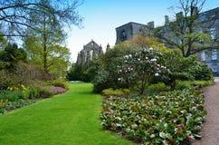 Le château et le jardin majestueux à Edimbourg Ecosse photos stock
