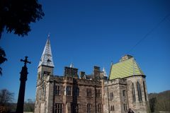 Le château et la croix photographie stock