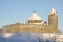 le château lumineux colore l'hiver de kuressaare Images libres de droits