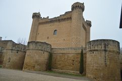 Le château merveilleux de Sajazarra a spectaculairement préservé le tir latéral Architecture, art, histoire, voyage Images stock