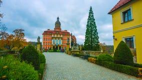 Le château royal - dans le nord du pays en Pologne - avec un ciel tacheté - un air de ressort - janvier 2019 images libres de droits