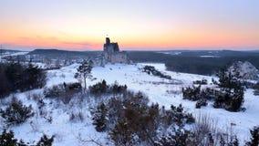 Le château ruine le coucher du soleil d'afret, Mirow en Pologne images stock