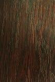 Le chêne rouge foncé, donnent au vieux bois une consistance rugueuse Images stock