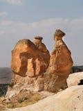 Le chameau aiment des formations de grès dans Cappadocia Image libre de droits