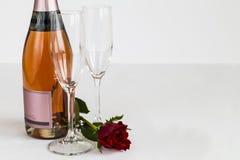 Le champagne de jour de valentines et s'est levé Photos stock