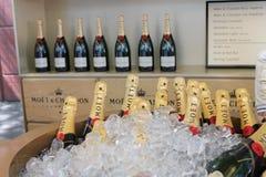 Le champagne de Moet et de Chandon a présenté au centre national de tennis pendant l'US Open 2014 Image libre de droits