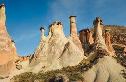 Le champignon a formé la formation de roche féerique de cheminées en vallée de Pasabag Image stock