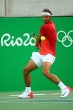 Le champion olympique Rafael Nadal de l'Espagne dans l'action pendant les hommes choisit le quart de finale de Rio 2016 Jeux Olym Images stock