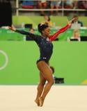 Le champion olympique Simone Biles des Etats-Unis concurrence sur l'exercice de plancher pendant la qualification totale de la gy Photographie stock libre de droits