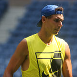 Le champion Rafael Nadal de Grand Chelem de quinze fois de l'Espagne pratique pour l'US Open 2017 Photos libres de droits