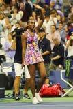 Le champion Venus Williams de Grand Chelem des Etats-Unis célèbre la victoire après son match du rond 3 à l'US Open 2016 Photos libres de droits
