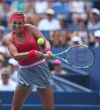 Le champion Victoria Azarenka de Grand Chelem de deux fois pendant troisièmement le rond choisit le match à l'US Open 2013 images libres de droits