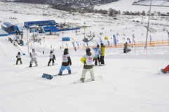 LE CHAMPIONNAT DE LA RUSSIE SUR UN SNOWBOARD Image stock
