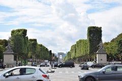 Le champs胜利巴黎法国elysee和曲拱  库存照片