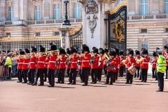 Le changement de la garde au Buckingham Palace, Londres, R-U Photographie stock