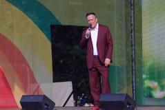 Le chanteur célèbre Renat Ibragimov chantent des chansons sur l'étape Photos libres de droits