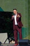 Le chanteur célèbre Renat Ibragimov chantent des chansons sur l'étape Images libres de droits