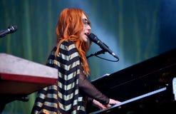 Le chanteur, le compositeur, le pianiste et la compositrice de Tori Amos exécute au bruit 2015 de Primavera Image stock