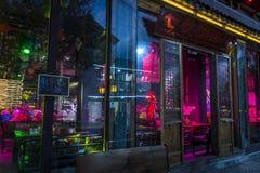 Le chanteur, Dali Old Town est bien connu pour sa vie nocturne vibrante, province de Yunnan, Chine photo libre de droits