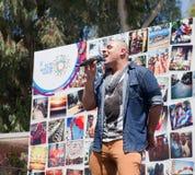 Le chanteur de bruit exécute avant Pride Parade Photographie stock