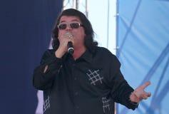 Le chanteur et le compositeur Igor Kornelyuk Jour du drapeau russe d'état Photo stock