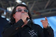 Le chanteur et le compositeur Igor Kornelyuk Jour du drapeau russe d'état Images libres de droits