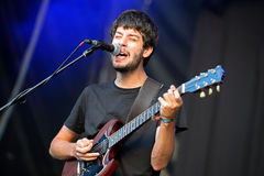 Le chanteur et le guitariste de l'aurore (groupe de rock espagnol) exécute au BOBARD Photos stock