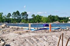 Le chantier de construction avec de nouvelles bases s'est étendu photographie stock