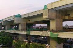Le chantier de construction du train de ciel discriminent financièrement à l'encontre de Bangsue-Rangsit photographie stock