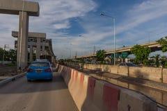 Le chantier de construction du train de ciel discriminent financièrement à l'encontre de Bangsue-Rangsit photo stock