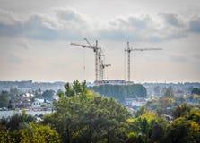 Le chantier de construction tend le cou loin Images libres de droits
