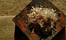Le chanvre cru Shiv a servi sur la fibre crue de chanvre photographie stock